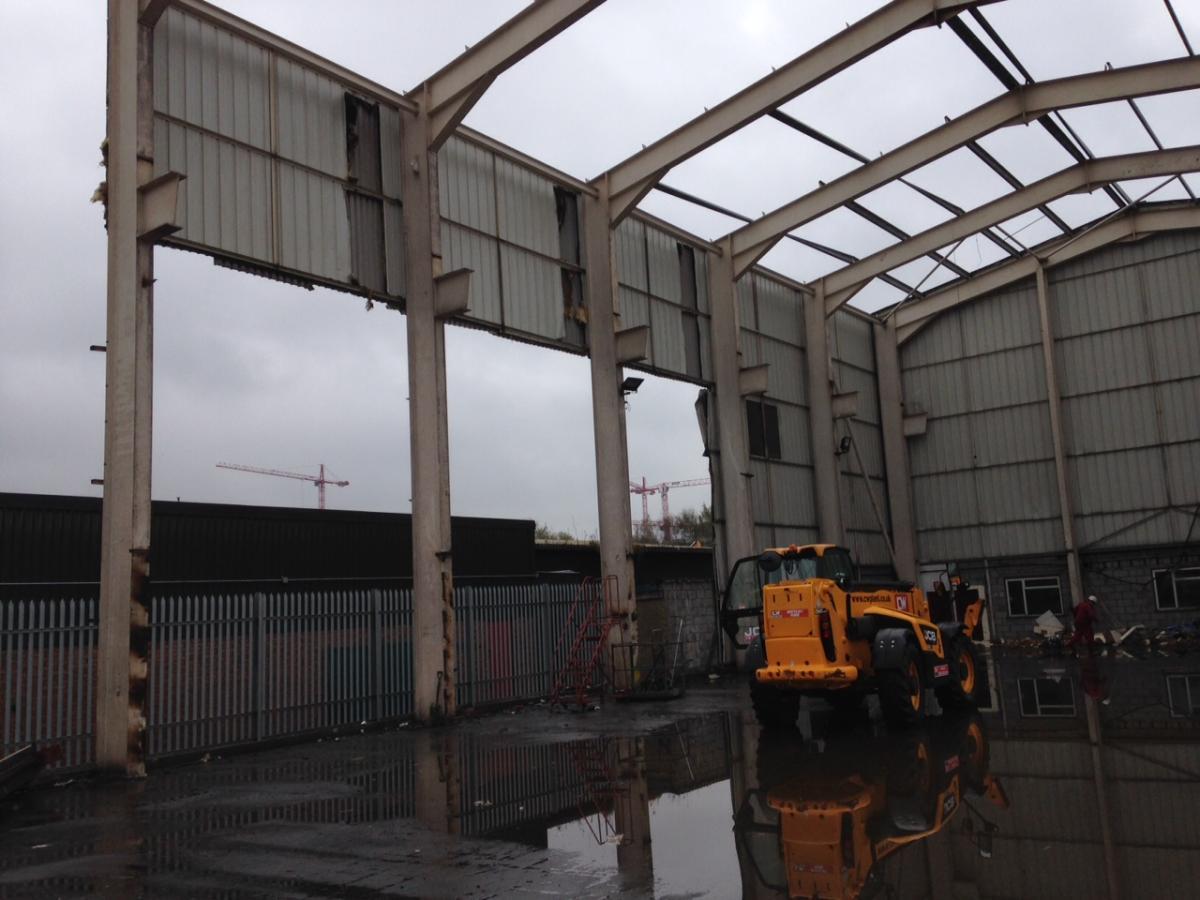 Crane building 120 ft x 56 ft x 39 ft x 17m x 12m for Used metal sheds